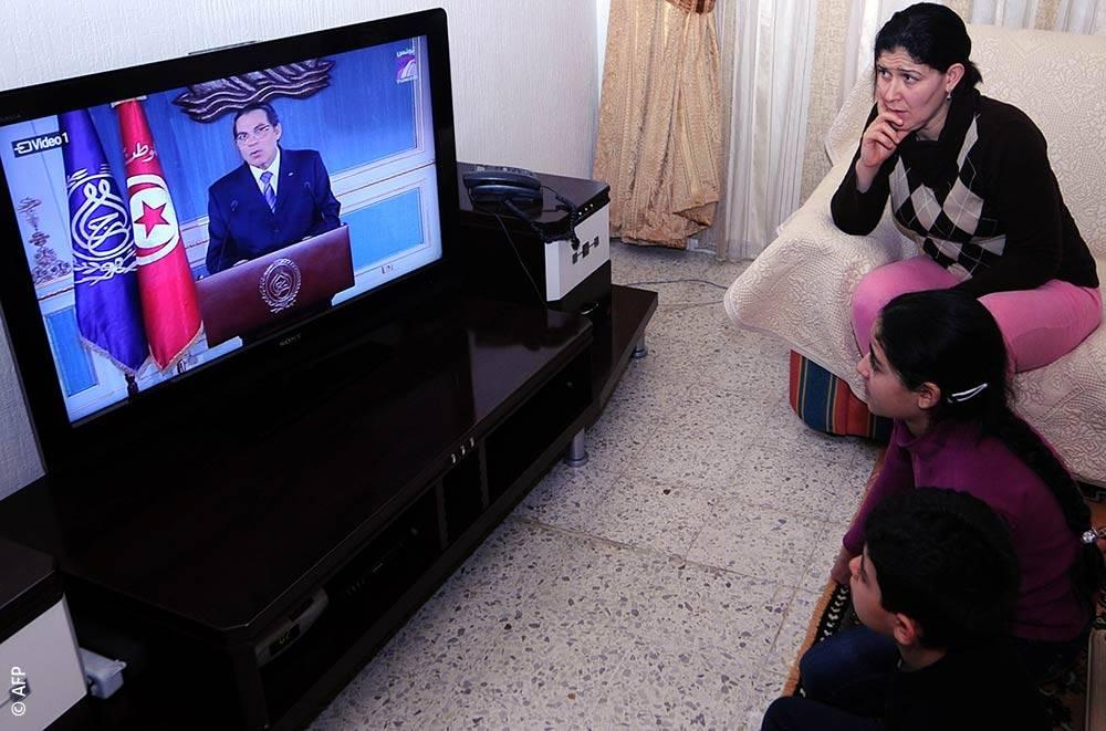 زين العابدين بن علي في أحد مؤتمراته الصحافية.
