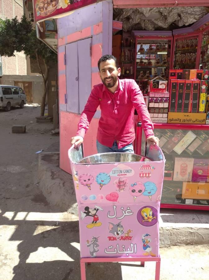 عبد الرحمن أحد باعة غزل البنات