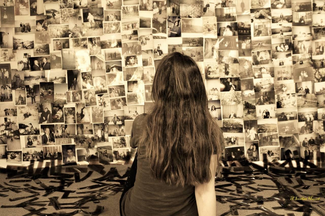 الفنانة أسمهان حامد تلتقط الصور الفوتوغرافية وترى بأن العلاقة بألبوم الصور تتباين بين الناس