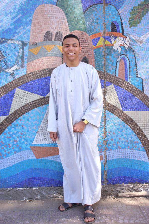 زين العابدين الشريف مرتدياً الجلابية التي يفخر بها