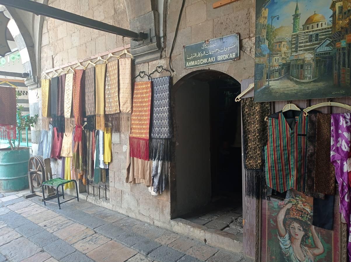 محل البروكار في سوق المهن اليدوية بدمشق