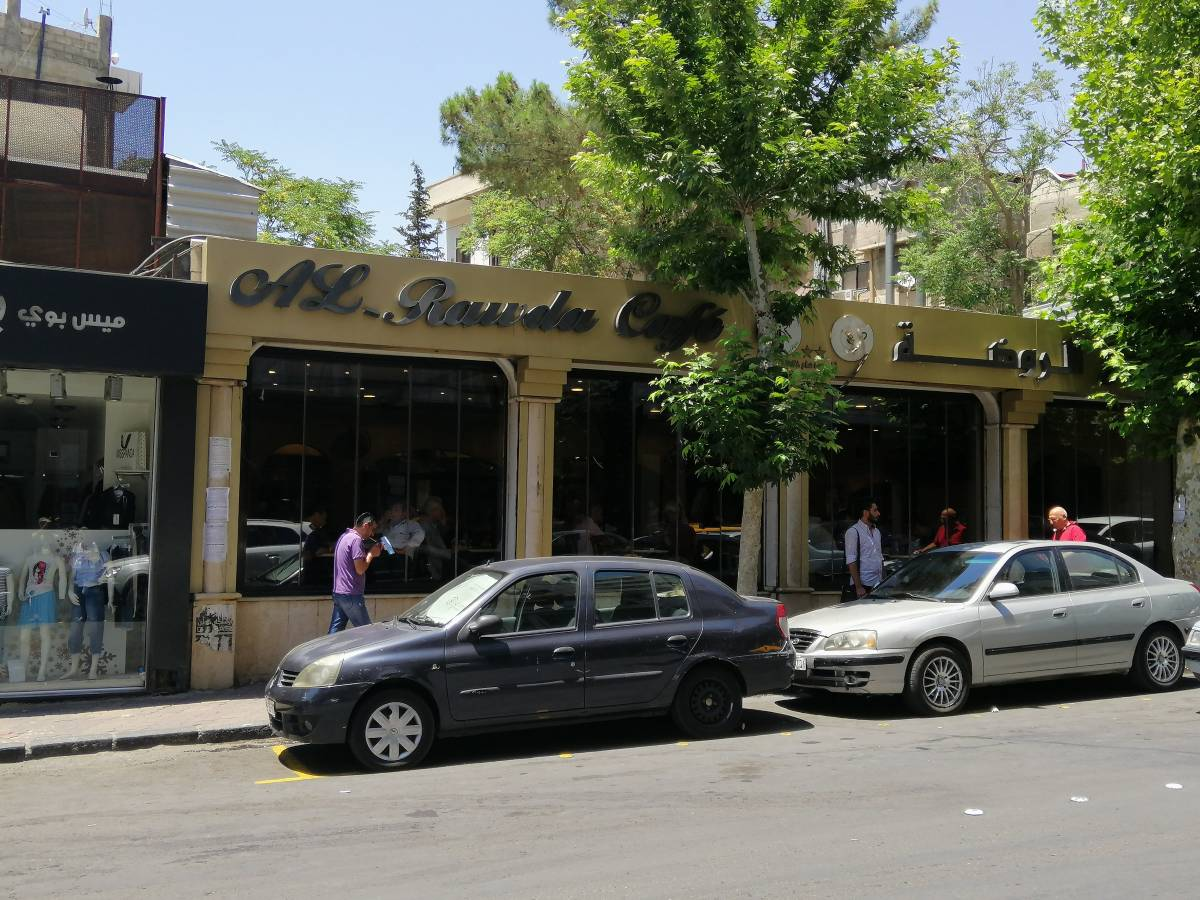 مقهى الروضة في شارع العابد وسط دمشق