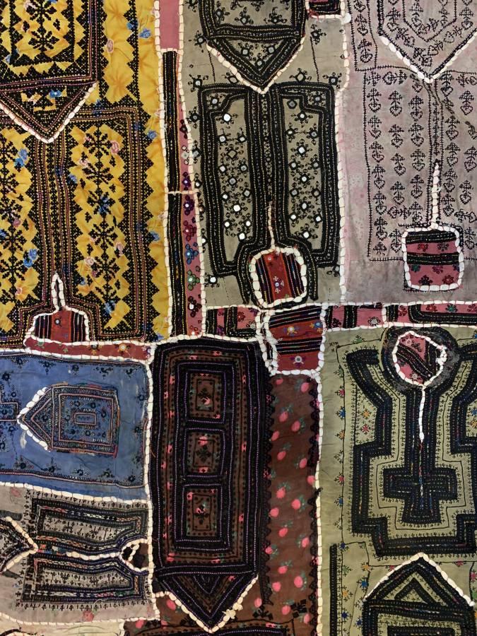 """شراشف """"بلوش"""" أفغانية تُباع في أسواق دمشق"""